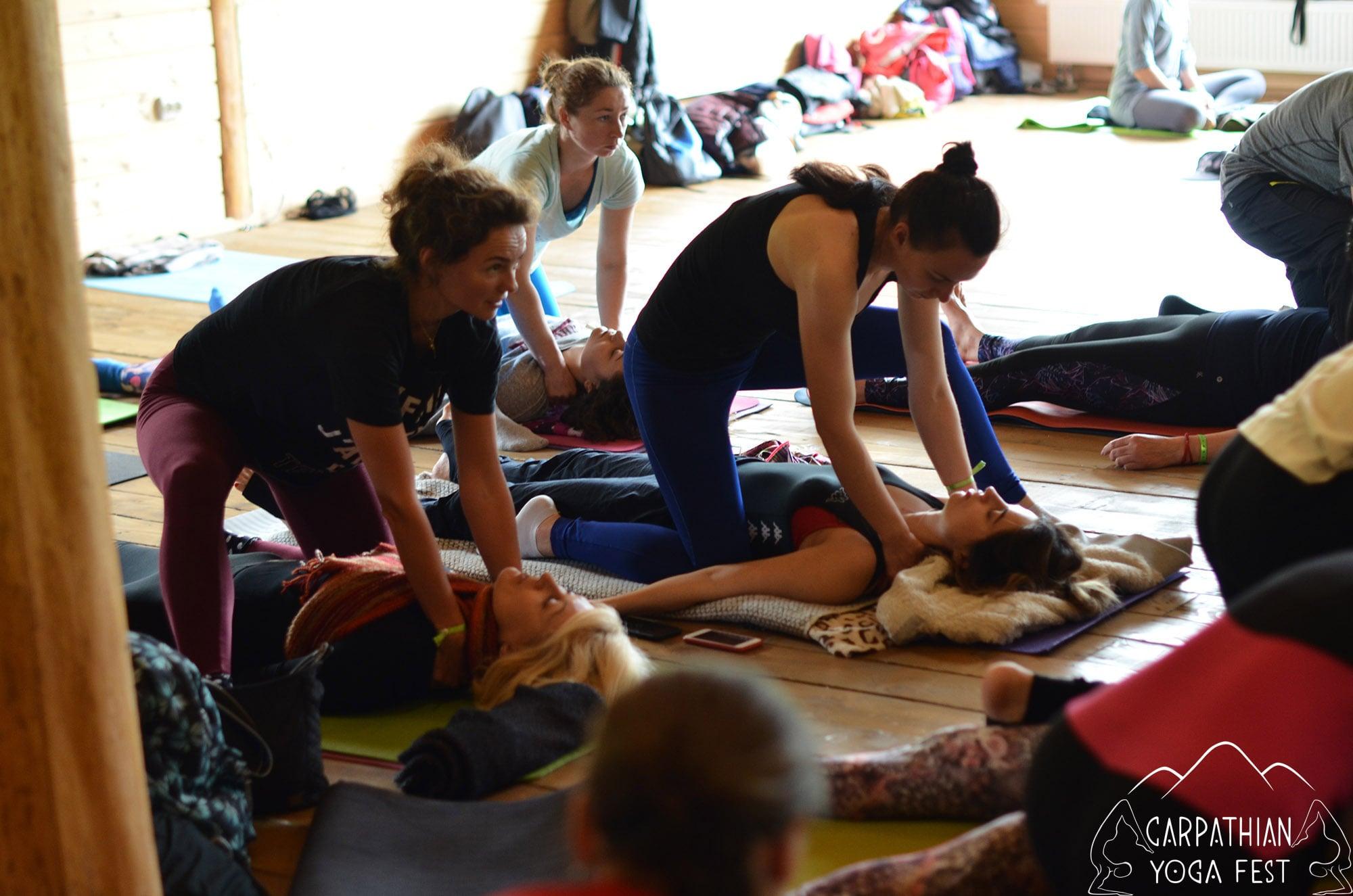 tayskiy massazh na karpatskom festivale yogi (3)-min