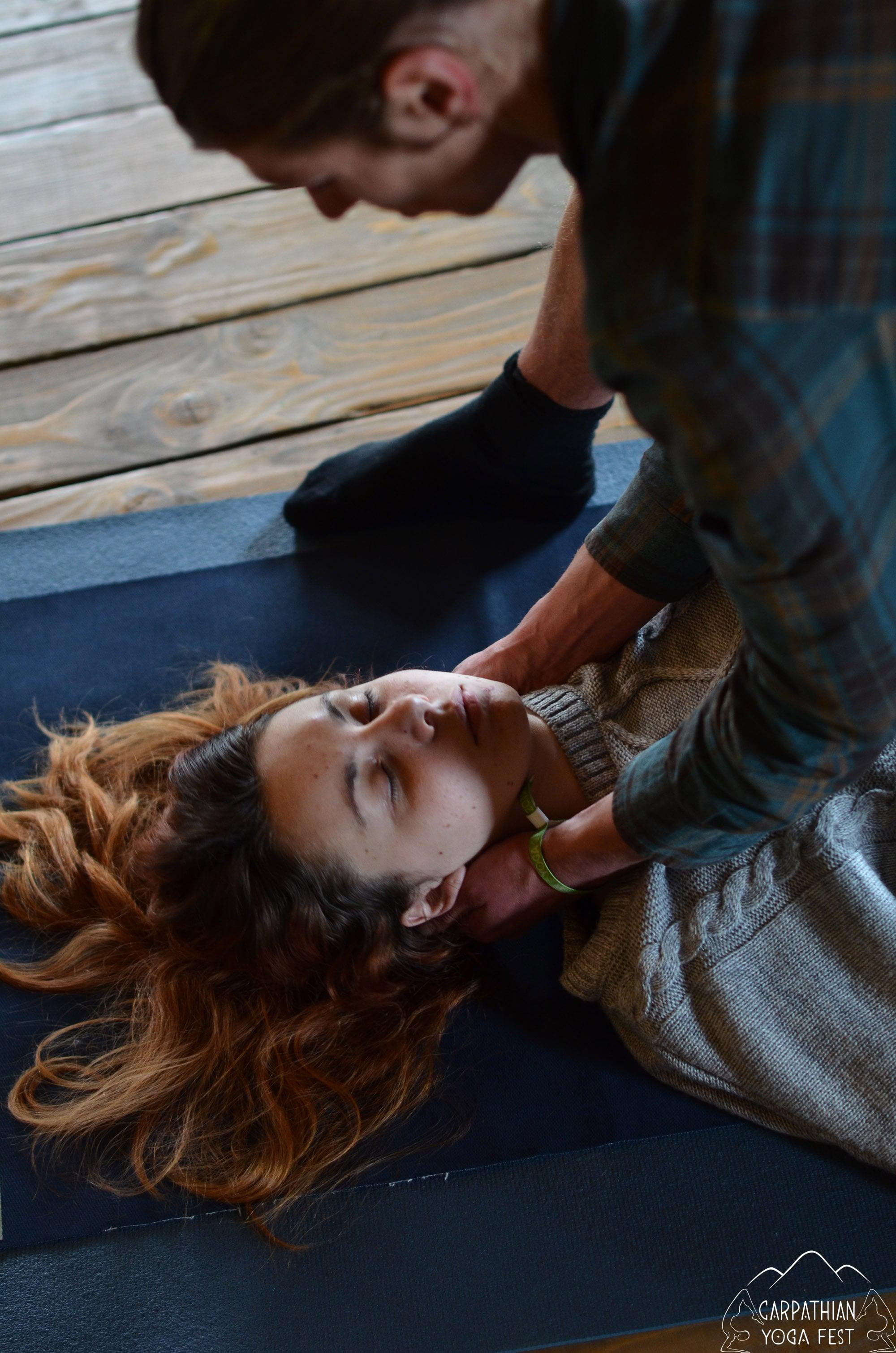 tayskiy massazh na karpatskom festivale yogi (4)-min